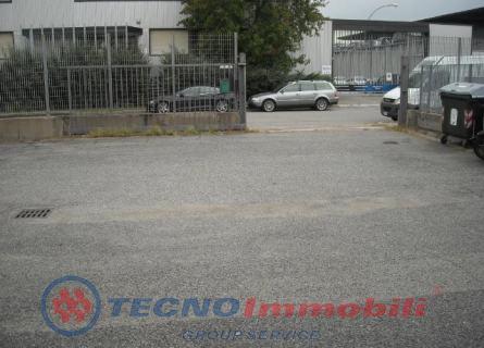 Capannone Torino foto 1