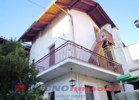 Casa indipendente in Affitto Levone, Vicolo Privato
