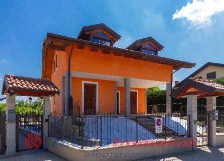 Villa in Affitto Via Dell`erica