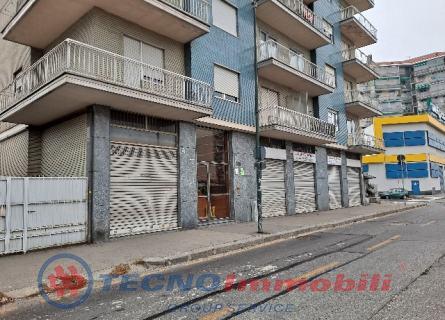 Negozio in Affitto Corso Grosseto  Torino (Torino)