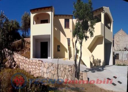 Appartamento in vendita a San Teodoro, 4 locali, prezzo € 220.000   Cambio Casa.it