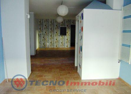 Immobile Commerciale in affitto a Ciriè, 2 locali, prezzo € 880 | Cambio Casa.it