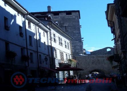 Appartamento in vendita a Aosta, 6 locali, prezzo € 370.000 | Cambio Casa.it