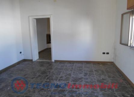 Appartamento in vendita a Manduria, 5 locali, prezzo € 70.000   Cambio Casa.it
