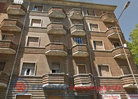 Bilocale Torino Via Genova 1