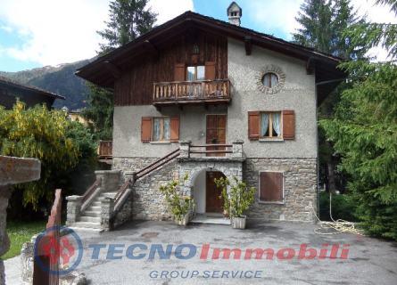 Soluzione Indipendente in vendita a Courmayeur, 10 locali, Trattative riservate | Cambio Casa.it