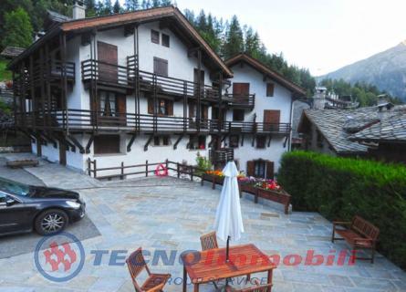 Appartamento in vendita a Courmayeur, 7 locali, prezzo € 500.000 | PortaleAgenzieImmobiliari.it