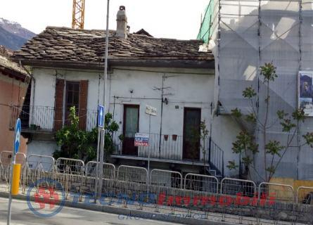 Rustico / Casale in vendita a Aosta, 10 locali, prezzo € 359.000 | Cambio Casa.it