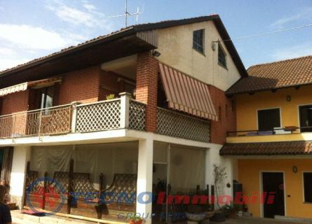 Appartamento in vendita a Settimo Torinese, 10 locali, prezzo € 380.000 | Cambio Casa.it