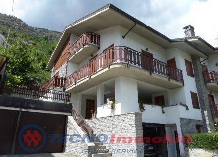 Soluzione Semindipendente in vendita a Sarre, 7 locali, prezzo € 570.000 | Cambio Casa.it