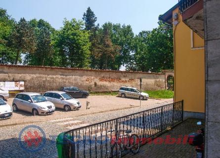 Appartamento in vendita a Montanaro, 5 locali, prezzo € 70.000 | Cambio Casa.it