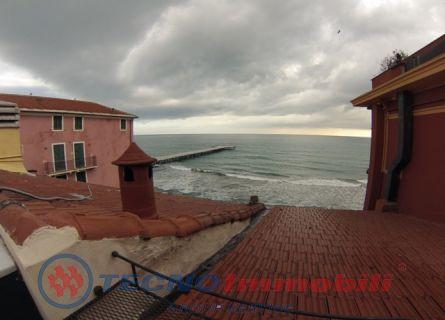Appartamento in vendita a Alassio, 4 locali, prezzo € 800.000 | Cambio Casa.it