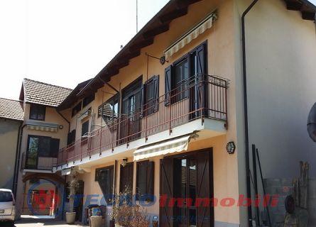 Soluzione Indipendente in vendita a Ciriè, 8 locali, prezzo € 485.000 | Cambio Casa.it