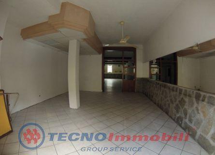 Immobile Commerciale in affitto a Albenga, 2 locali, prezzo € 1.800 | Cambio Casa.it