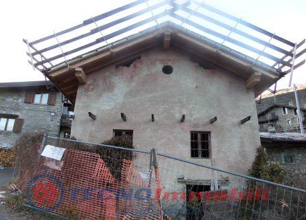 Rustico / Casale in vendita a Verrayes, 8 locali, prezzo € 135.000 | Cambio Casa.it
