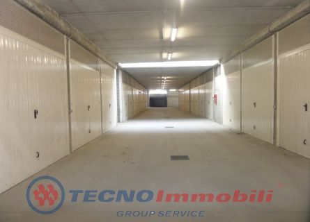 Garage/Auto silos - Nus (AO)