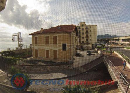 Appartamento in vendita a Pietra Ligure, 2 locali, prezzo € 185.000   Cambio Casa.it