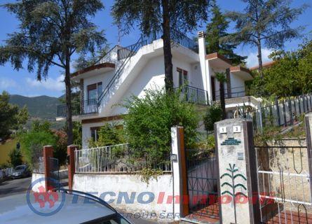 Appartamento in vendita a Borghetto Santo Spirito, 9 locali, prezzo € 695.000 | PortaleAgenzieImmobiliari.it