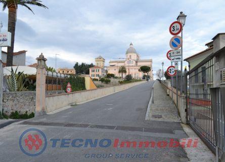 Magazzino in vendita a Loano, 3 locali, prezzo € 100.000 | PortaleAgenzieImmobiliari.it