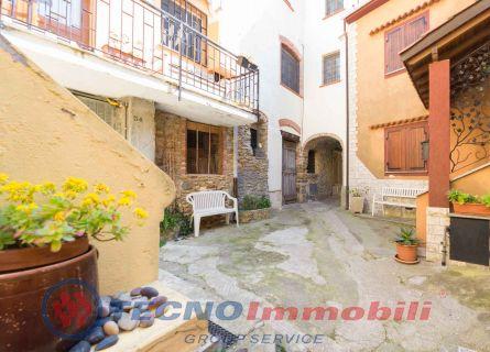 Rustico / Casale in vendita a Vezzi Portio, 4 locali, prezzo € 230.000 | PortaleAgenzieImmobiliari.it