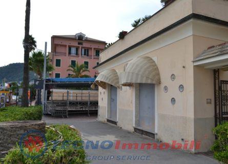 Immobile Commerciale in vendita a Laigueglia, 4 locali, prezzo € 450.000 | Cambio Casa.it