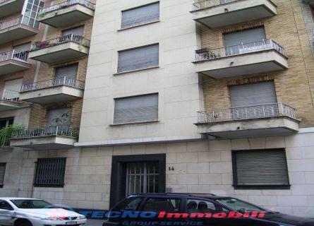 Bilocale Torino Via Piria 1