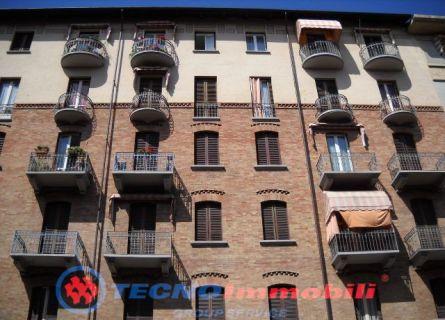Bilocale Torino Via Pacini 1