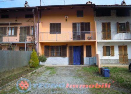 Soluzione Semindipendente in vendita a Front, 4 locali, prezzo € 135.000   Cambio Casa.it