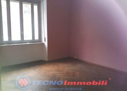 Bilocale Torino Via Cialdini 3