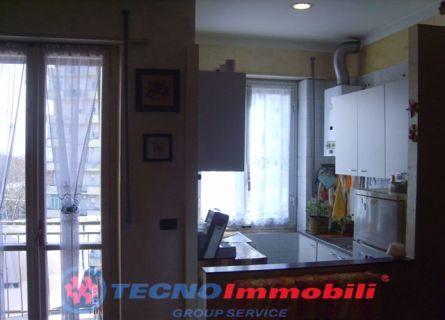 Bilocale Torino Via Strambino 4