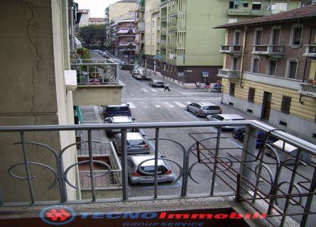 Bilocale Torino Via Piria 4